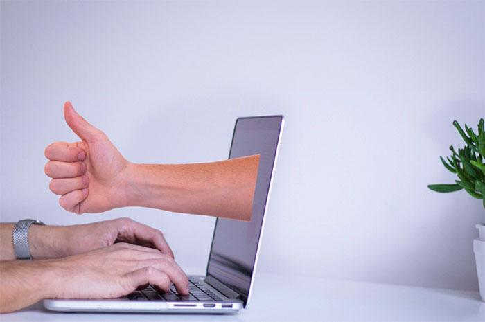 Internet: E-réputation Et Droit à L'oubli